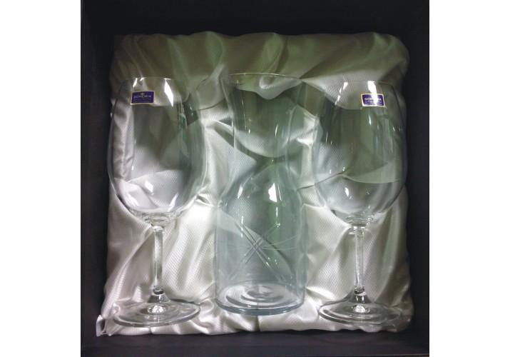 Copas de vino con decantador
